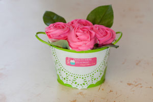 Mothers Day Cupcake Bouquet $15 Comes with 2 vanilla and 2 chocolate cupcakes topped with buttercream roses.